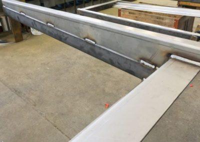 Vordach aus Stahl im Rohbau
