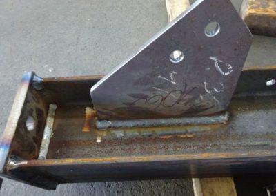Platte angeschweisst an einem Metallträger